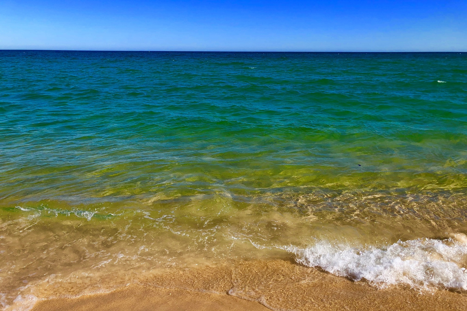 Image of the sea in colours